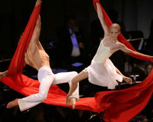Cirque de la Symphonie: Cirque Goes Broadway